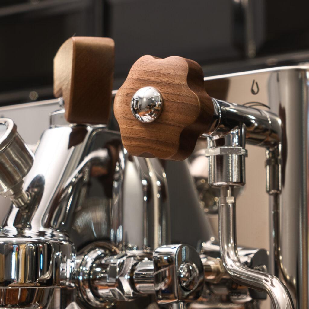 Kava Kaffee Maschine mit Chrom-Holz Optik